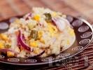 Рецепта Салата с киноа, кисели краставички, царевица и червен лук